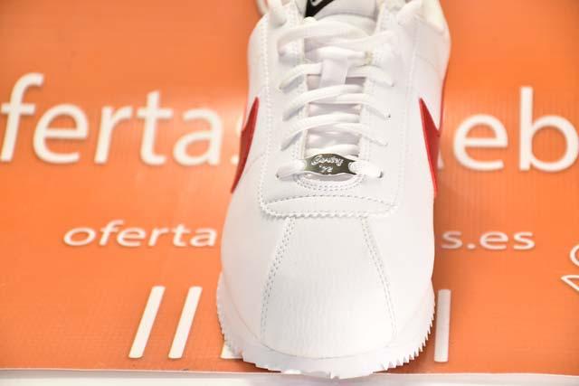 Detalles delanteros Nike Cortez